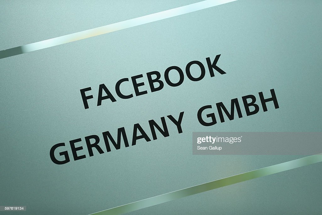 De Maiziere Visits Berlin Facebook Offices : News Photo