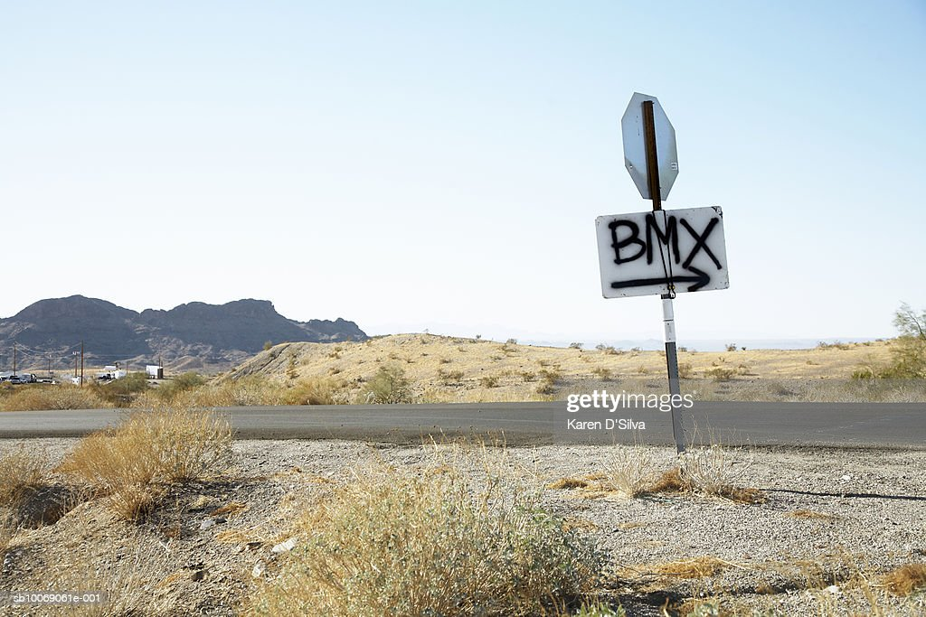 BMX sign painted on road sign : Stockfoto