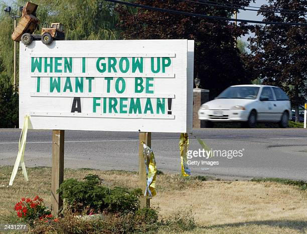A sign paying tribute to the firemen battling a wildfire in the Okanagan Mountain Park is shown August 26 2003 near Kelowna British Columbia Canada...