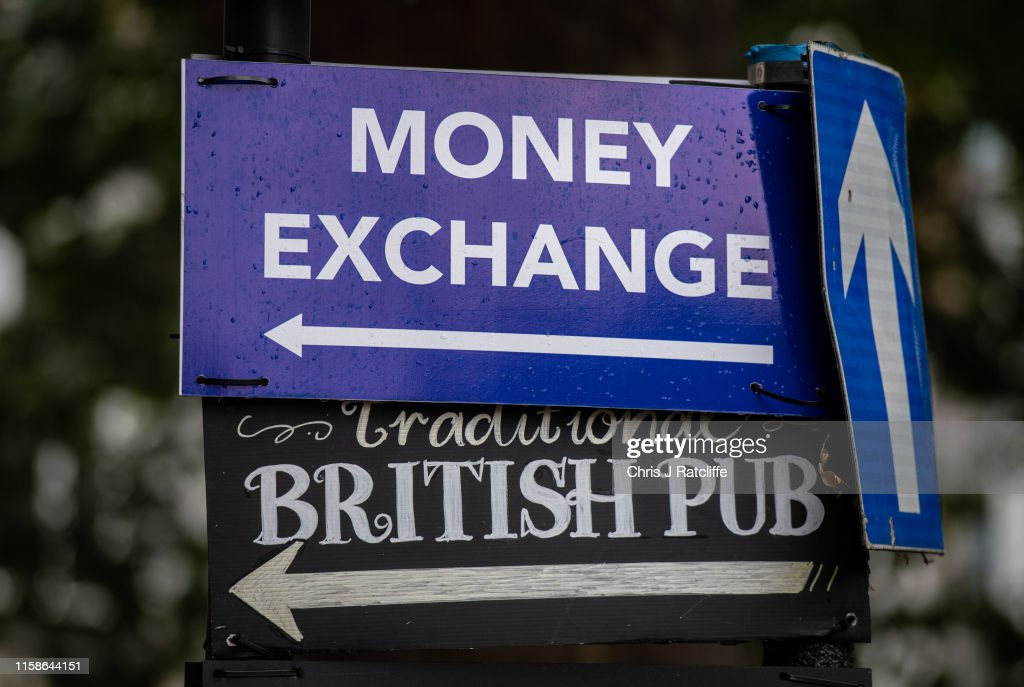 British Pound Declines Amid No-Deal Brexit Prospects : News Photo