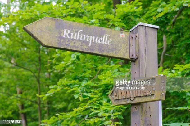 sign post to the ruhr spring, near elkeringhausen, winterberg, hochsauerland, north rhine-westphalia, germany - winterberg stock-fotos und bilder