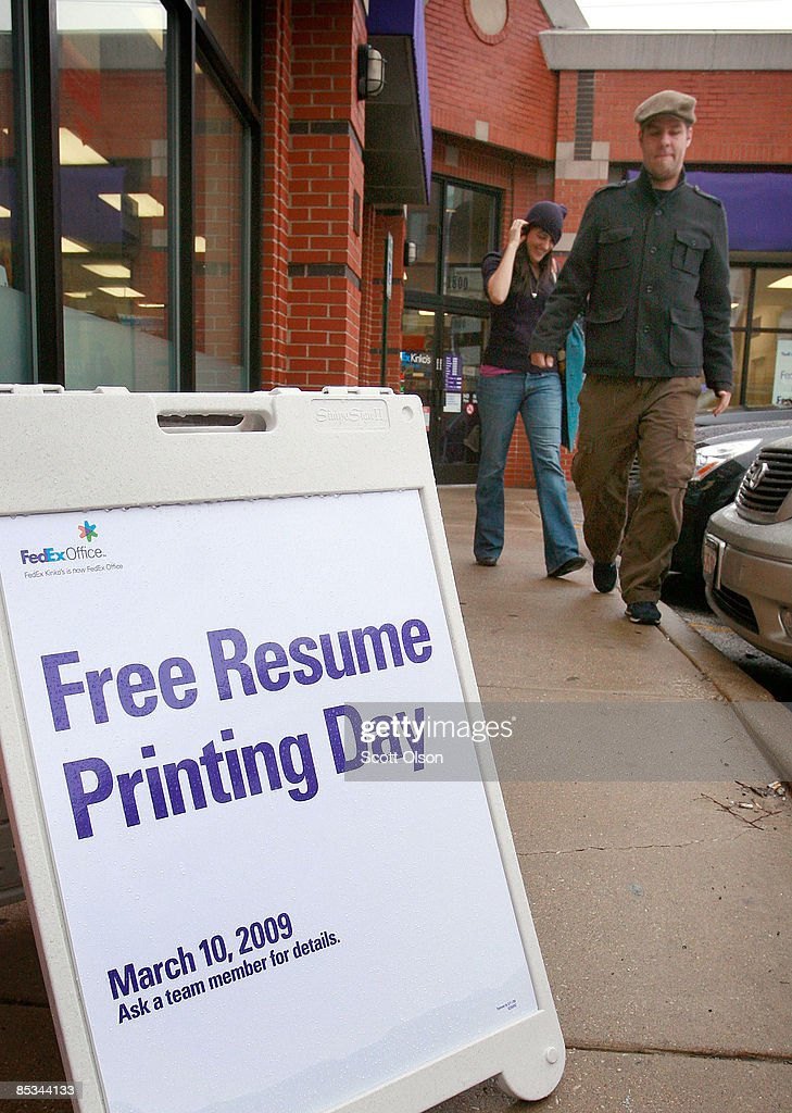 Job Seekers Take Advantage Of Free Resume Printing Offer Photos and ...