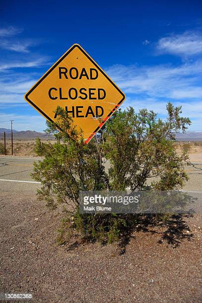 Sign Road closed ahead along the historic Route 66, Ludlow, California, USA, North America