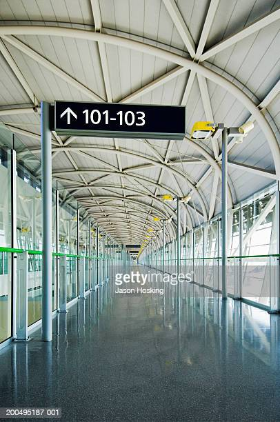 sign showing way to departure gates in airport - internationaler flughafen kansai stock-fotos und bilder