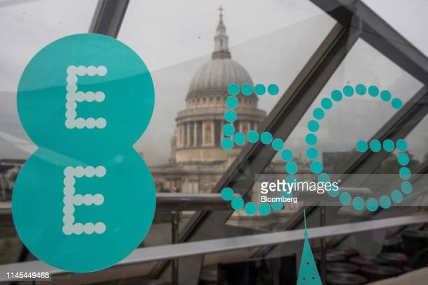 A 5G sign sits on a display in view of St Paul's Cathedral following a news conference announcing the rollout of BT Group Plc's EE 5G network in...