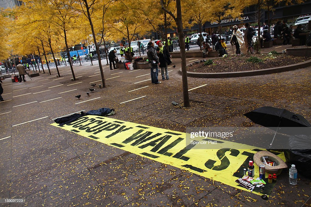 Occupy Wall Street Camp In Zuccotti Park Cleared By NYPD : News Photo