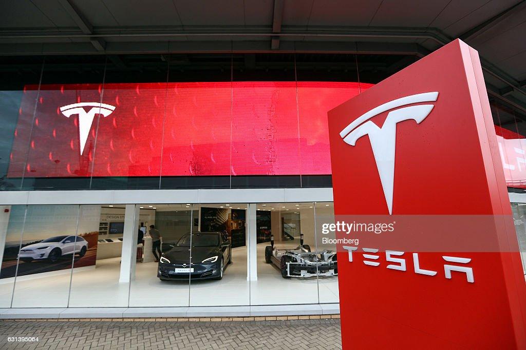 Tesla Motors Inc. Showroom As Company Gives U.K. Buyers Two Weeks to Dodge Brexit Price Increase : News Photo