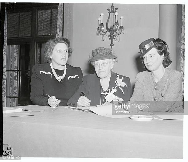 Sign Stating Purpose of Woman's Centennial Congress New York Delegates to the Woman's Centennial Congress sign the Declaration of Purpose of the...