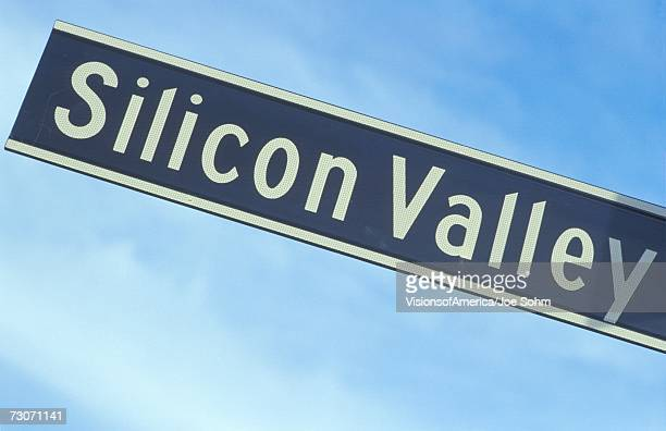 a sign that reads ?silicon valley? - silicon valley stock pictures, royalty-free photos & images