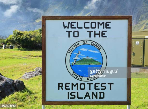 sign to describe remoteness of tristan da cunha, st helena in the south atlantic. - tristan da cunha eiland stockfoto's en -beelden