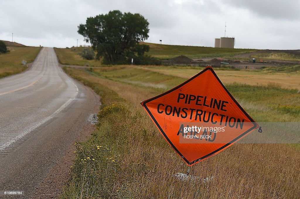 A sign warns of oil pipeline construction ahead, in Johnsons Corner, North Dakota, September 6, 2016. / AFP / Robyn BECK