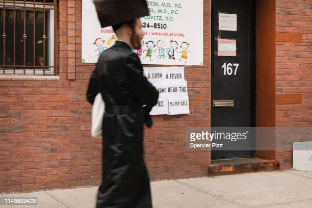 A sign warns people of measles in the ultraOrthodox Jewish community in Williamsburg on April 19 2019 in New York City As a measles epidemic...