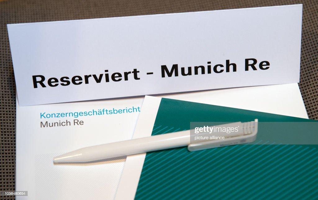 Luxus kaufen Online-Shop achten Sie auf A sign which reads 'Reserved - Munich Re' sits on a table ...