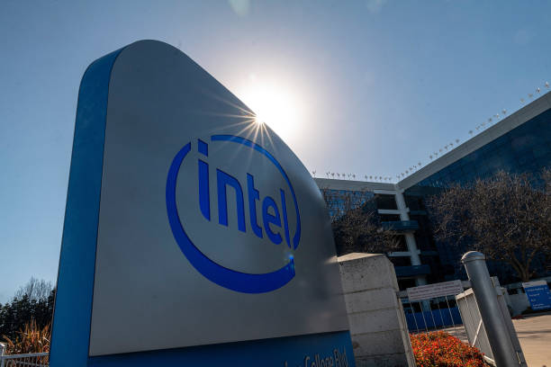 CA: Intel Outsourcing Clues Mount Ahead Of Earnings Under New CEO