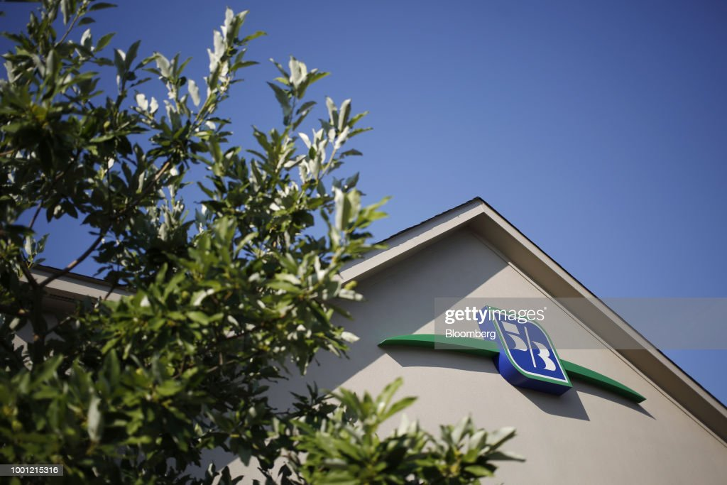 A Fifth Third Bancorp Branch Ahead Of Earnings Figures