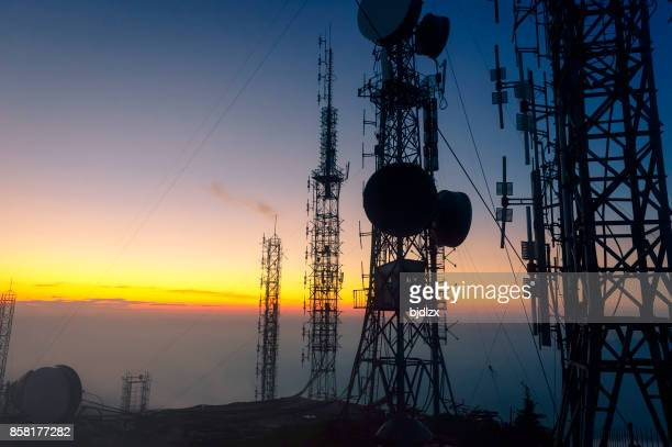 signal receiving tower equipment - telecommunications equipment stock pictures, royalty-free photos & images