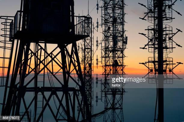 Equipamiento de torres de recepción de señal