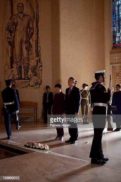Signaporean Prime Minister Lee Hsien Loong pays his respect during a Wreath laying ceremony at The Australian War Memorial on October 11 2012 in...