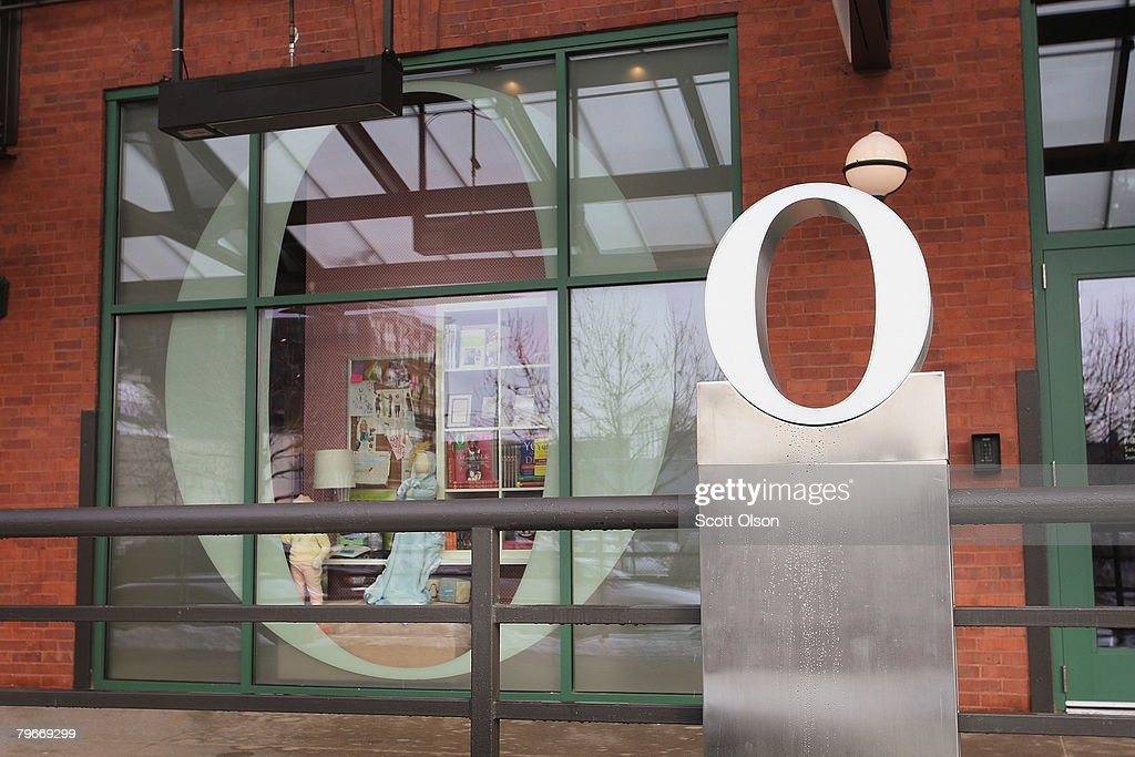 Oprah Opens Store In Chicago : News Photo