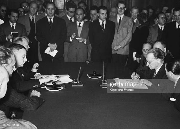 Signature Of An Agreement Between France And Italy By The Italian Prime Minister Alcide De Gasperi And The French Foreign Minister Georges Bidault In...