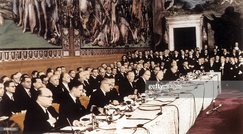 Signature of Signature of the Treaty of the Little Europe and Common Market , in Rome march 25, 1957 : News Photo
