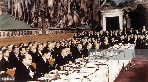 Signature of Signature of the Treaty of the Little Europe and Common Market in Rome march 25 1957