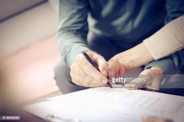 firma. - documento legal fotografías e imágenes de stock