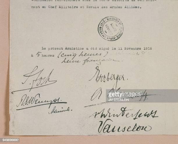 Signatures des chefs d'Etatmajor des belligérants de la Première Guerre mondiale le Maréchal FOCH pour la France l'amiral Sir Rosslyn WEMYSS Premier...