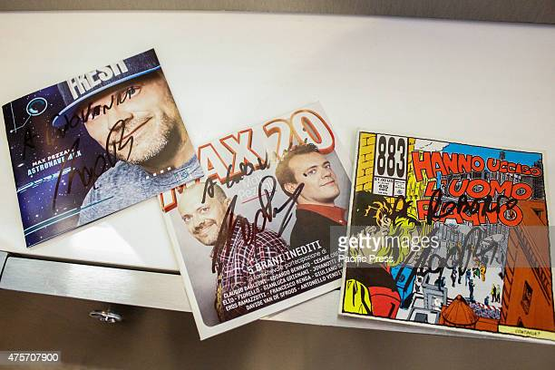 Signed album and authographs of Max Pezzali The Italian singer Max Pezzali former leader of the group 883 signed copies of his latest album...