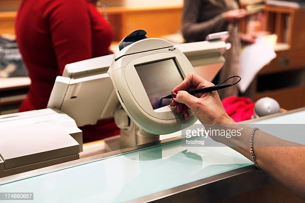 料金をお支払いのご購入 - チャージする ストックフォトと画像