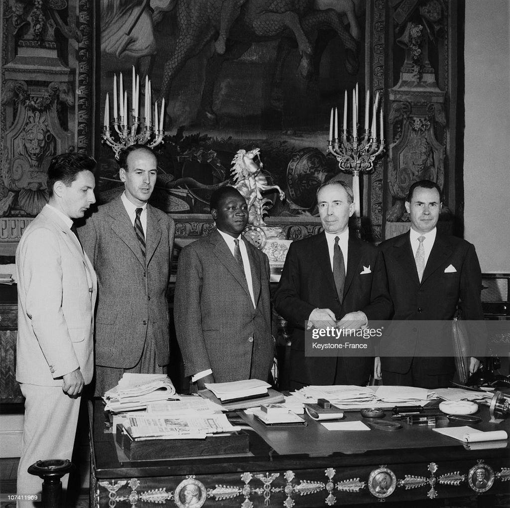 Signing The Colaboration Protocol Between The Finance Minister Of France And The Finance Minister Of Mali In 1959.