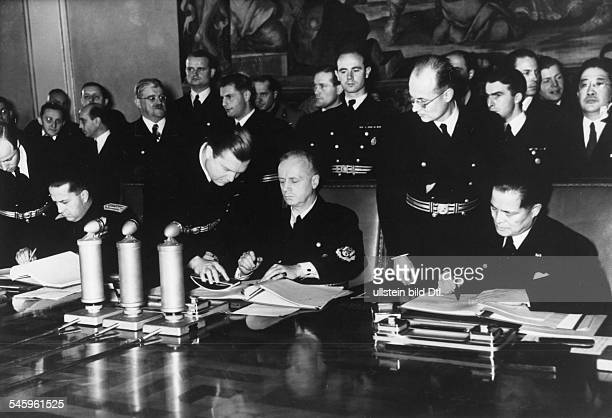 Signing the extension of the Anti-Comintern Pact in Berlin, from left at the table: Galeazzo Ciano, Foreign Minister Italy, Joachim von Ribbentrop,...