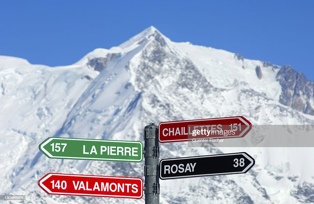 Signpost for slopes, Mont Blanc Massif behind, St. Gervais-Mont Blanc skiing region, Savoys, Haute Savoie, France, Europe : Stock Photo