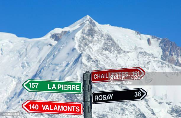 Signpost for slopes, Mont Blanc Massif behind, St. Gervais-Mont Blanc skiing region, Savoys, Haute Savoie, France, Europe