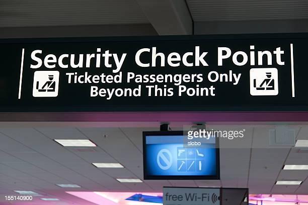 Les panneaux de l'aéroport