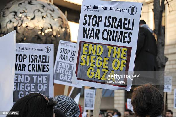 CONTENT] Signs calling to end the siege of Gaza