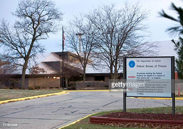 Signs mark the entrance to the federal correctional center where former Illinois Gov. George Ryan will be reporting on November 7, 2007 in Oxford,...
