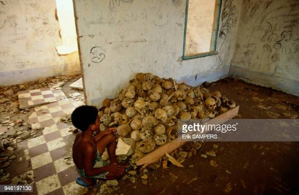 Signs of the genocide of the Cambodian people by the Khmer Rouges between 1975 and 1979 Trace du gnocide du peuple cambodgien par les Khmers Rouges...