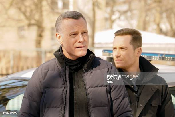 """Signs Of Violence"""" Episode 811 -- Pictured: Jason Beghe as Hank Voight, Jesse Lee Soffer as Jay Halstead --"""