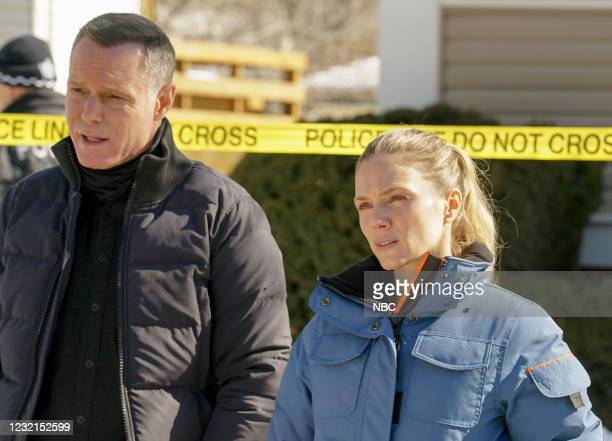 """Signs Of Violence"""" Episode 811 -- Pictured: Jason Beghe as Hank Voight, Tracy Spiridakos as Hailey Upton --"""