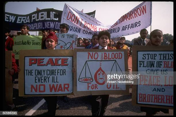 Signtoting students leading propeace demo protesting gulf war