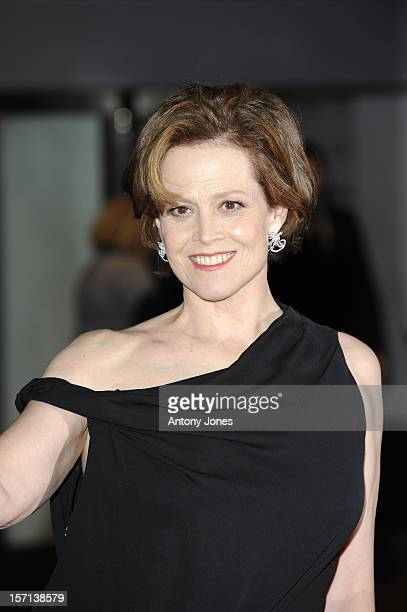 Sigourney Weaver Attends The World Premiere Of Avatar At The Odeon And Empire Leicester Square
