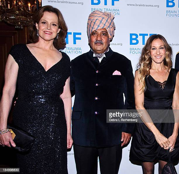 Sigourney Weaver His Highness Maharaja Gajsingh II of MarwarJodphur Sarah Jessica Parker attend the Brain Trauma Foundation 2011 gala at The Pierre...