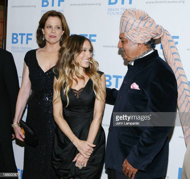 Sigourney Weaver Sarah jessica Parker and His Highness Maharaja Gaj Singh II attend the Brain Trauma Foundation 2011 gala at The Pierre Hotel on...
