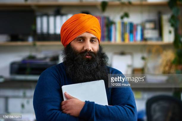 sikh man holding laptop, looking at camera - looking at camera stock pictures, royalty-free photos & images