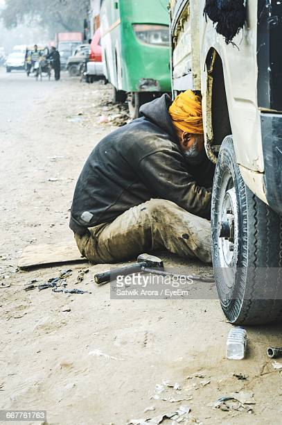 sikh mechanic repairing truck - stereotypically working class stock pictures, royalty-free photos & images
