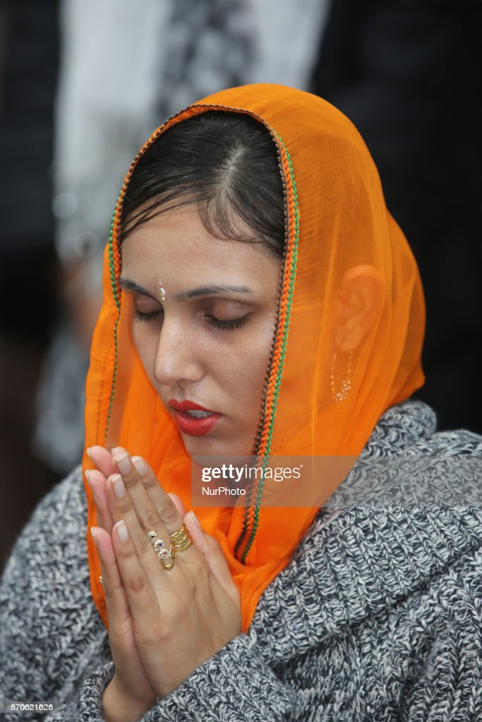 Sikh woman offers prayers at Gurdwara during Gurpurab on November 04 2017 in Mississauga Ontario Canada Guru Nanak Gurpurab also known as Guru...