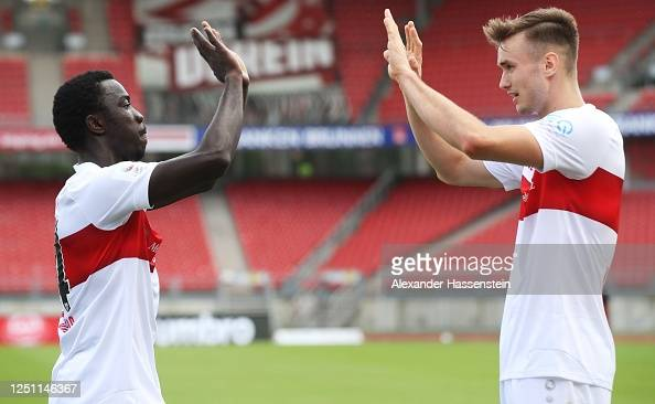 Silas Wamangituka of VfB Stuttgart congratulates Sasa Kalajdzic of... News  Photo - Getty Images