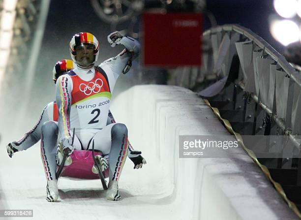 Silbermedaille Gewinner Andre Florschuetz und Torsten Wustlich Rodeln Doppelsitzer Herren Ziel olympische Winterspiele in Turin 2006 olympic winter...