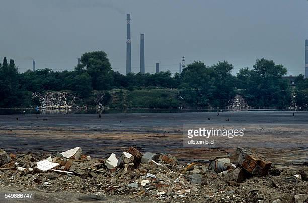 Silbersee mit Werk Wolfen chemische Wasserverschmutzung Muelldeponie Umweltzerstoerung